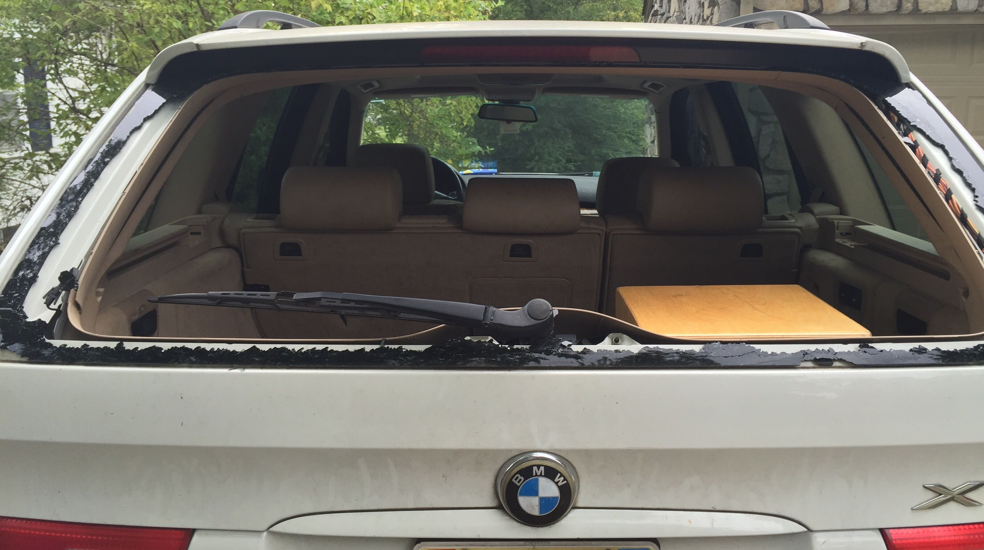 Bmw windshield replacement prices local auto glass quotes for Window motor repair cost