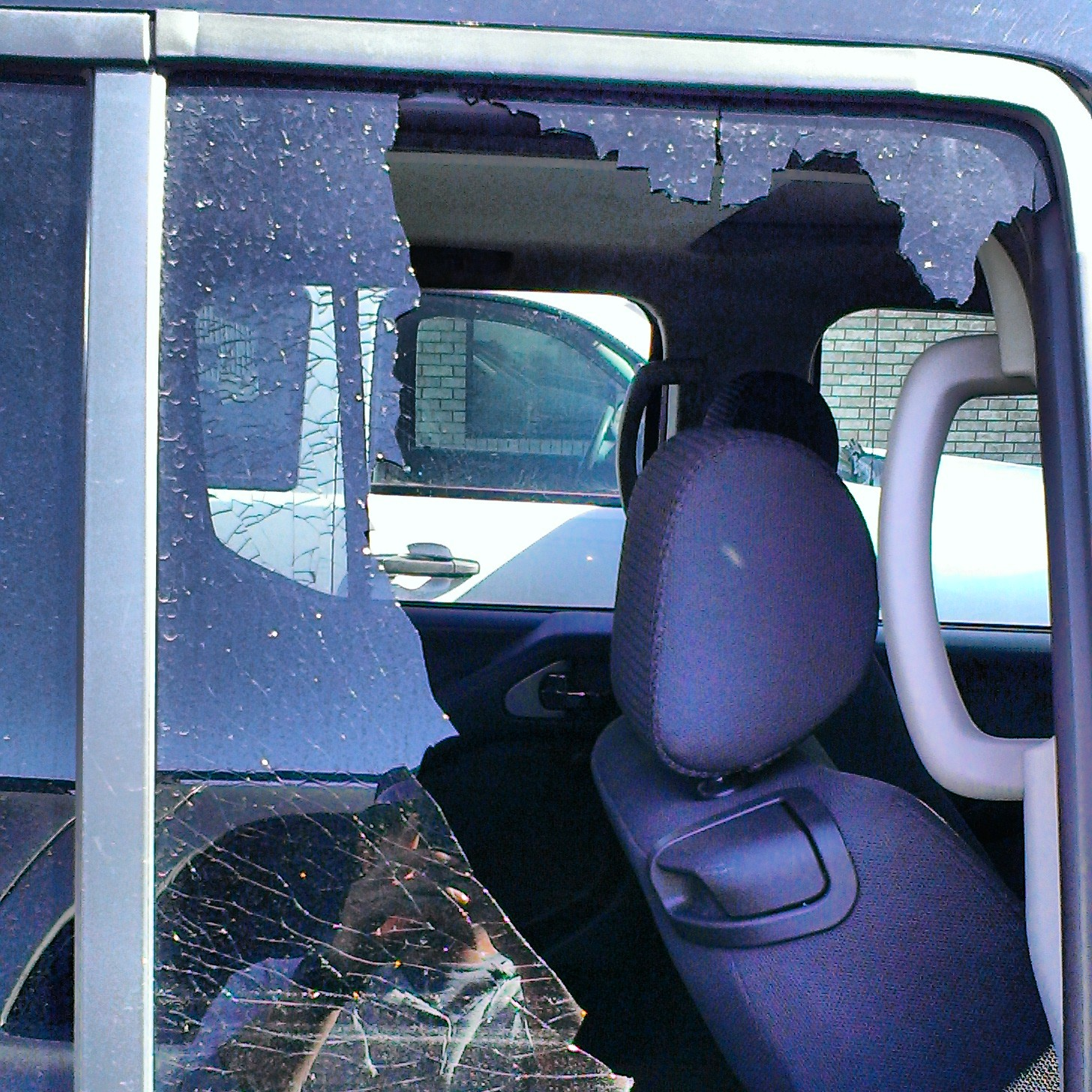 2006 nissan frontier hatch glass installation 2006 for 05 nissan murano door lock problems